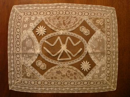 Lace Tablemat - Triangle pattern