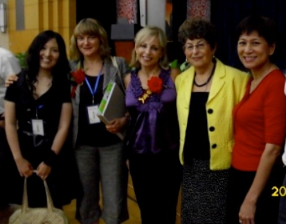 Quenna Hwang (volunteer), Vanessa King, Elaine O'Brien, Felicia Huppert, and Sulynn Choong